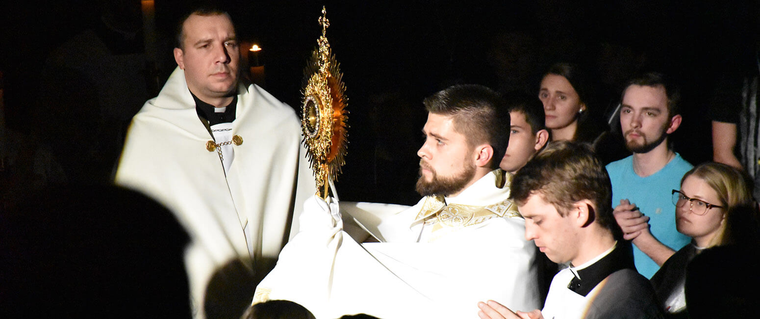 What if Eucharist is stolen?/ Still mortal sin to miss Mass?