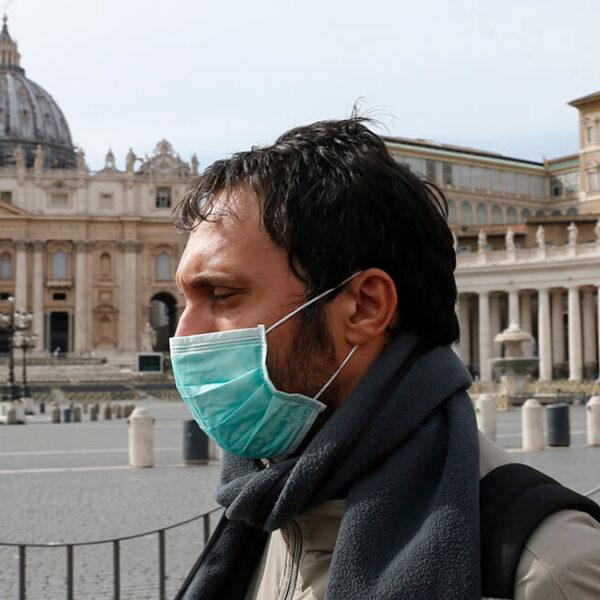Vatican closes St. Peter's Square, Basilica to tourists through April 3