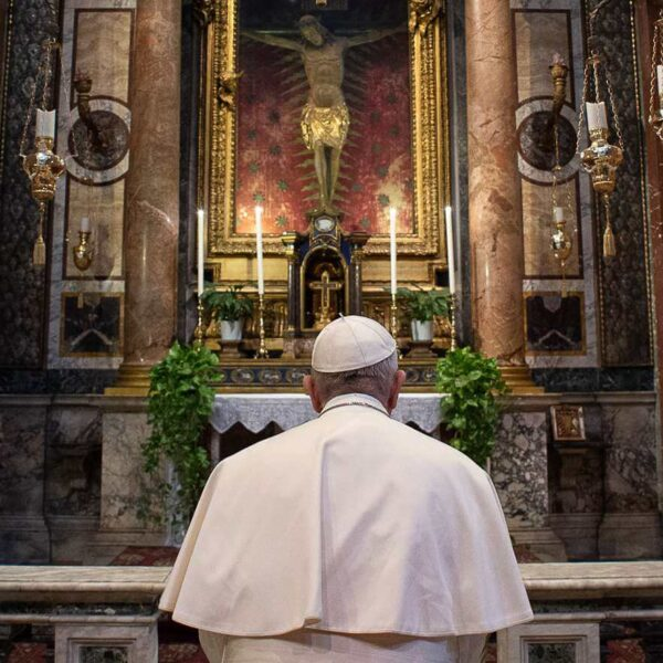 Pope makes mini-pilgrimage outside Vatican to pray for end of pandemic