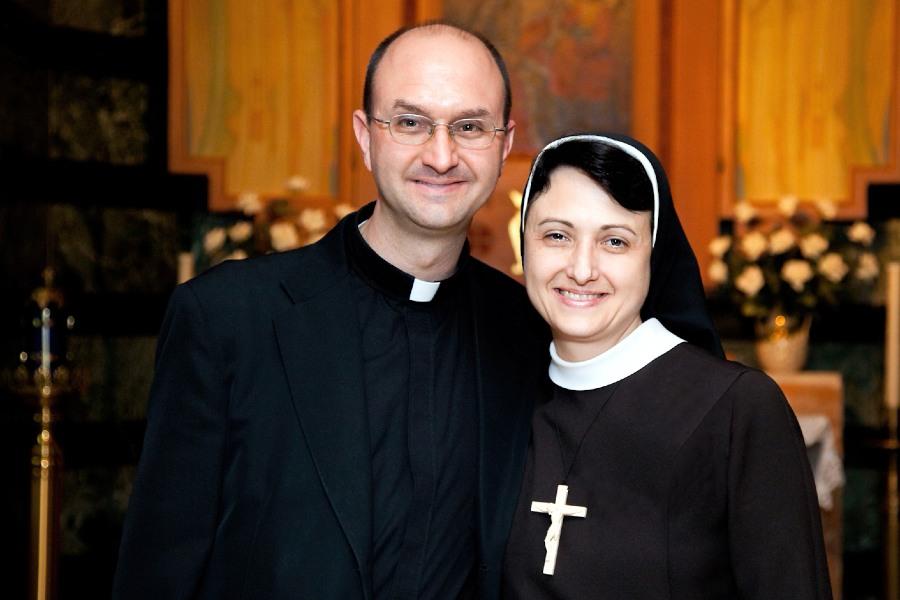 Bishop-designate Lewandowski's sister reflects his spirituality in coat of arms