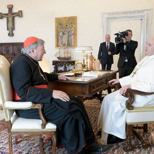 Pope meets Cardinal Pell, thanks him for his 'witness'