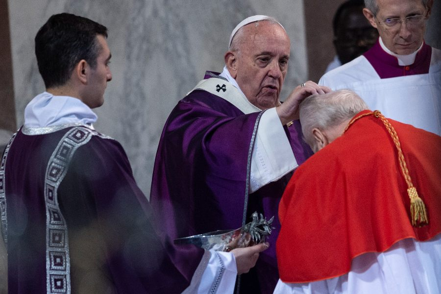 For Ash Wednesday, Vatican asks priests to 'sprinkle' ashes on heads