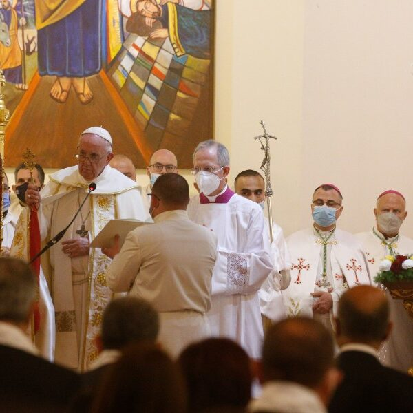 Living the beatitudes can change the world, pope says in Iraq