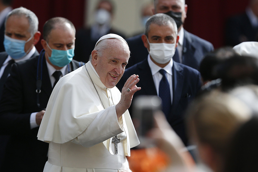 Verify before sharing 'news,' pope says in Communications Day message