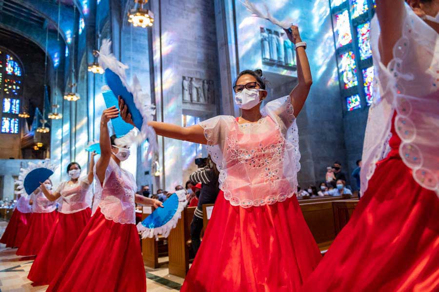 Filipinos gather at Cathedral of Mary Our Queen to celebrate 500 years of Christianity