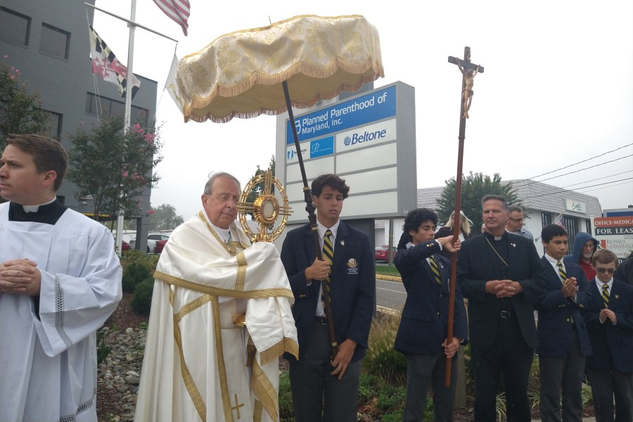 Archbishop Lori leads eucharistic procession to Annapolis Planned Parenthood